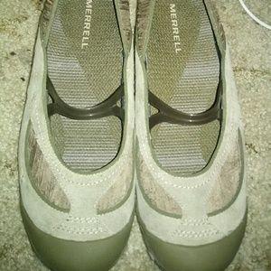 New Merrell slid on shoes sz 7